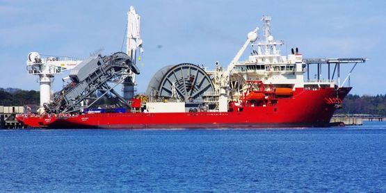 APACHE II, Pipelay Vessel